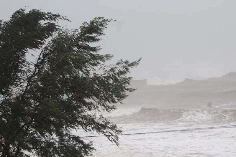 Bão số 10 đang tiến gần vào bờ biển Nghệ An-Quảng Trị - ảnh 3