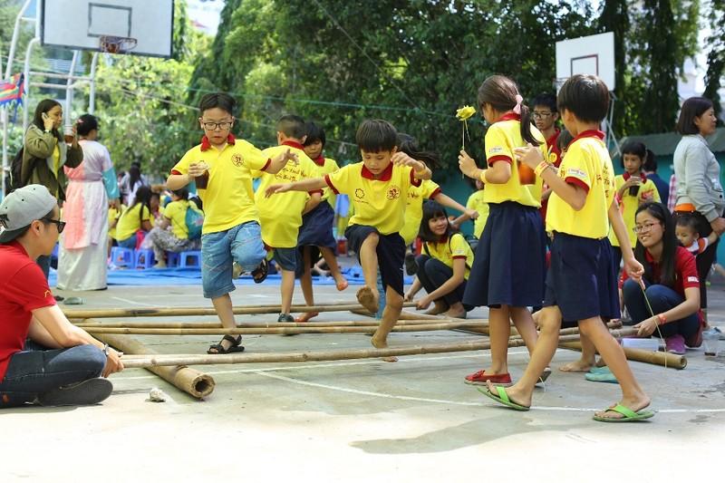 Mái ấm gia đình Việt mang hạnh phúc đến trẻ em nghèo - ảnh 2