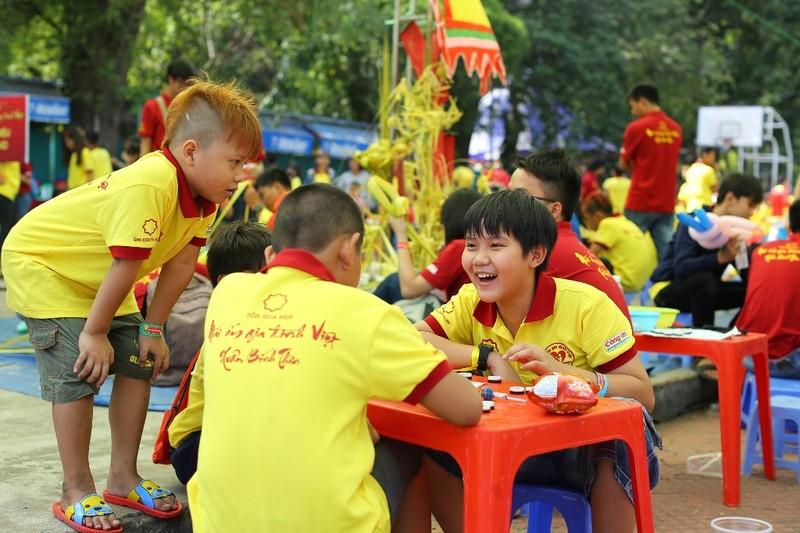 Mái ấm gia đình Việt mang hạnh phúc đến trẻ em nghèo - ảnh 1