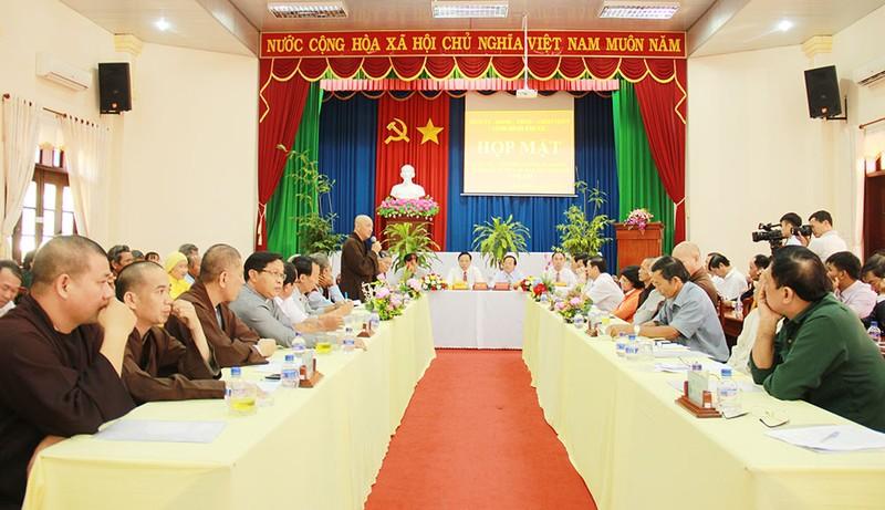 Bình Phước họp mặt chức sắc các tôn giáo và già làng... - ảnh 1