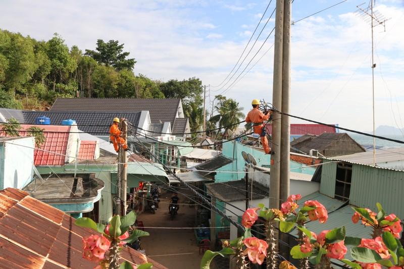 'Xóa bóng đêm' cho hơn 3.040 hộ dân ở đảo Kiên Giang  - ảnh 4