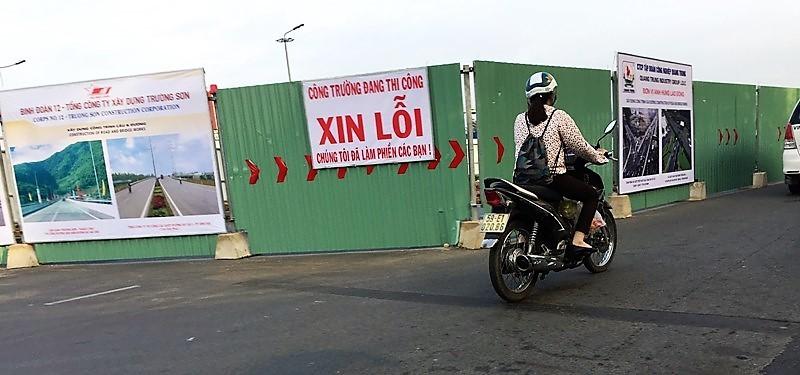 Cầu vượt vào Tân Sơn Nhất sẽ xong sớm hai tháng - ảnh 2