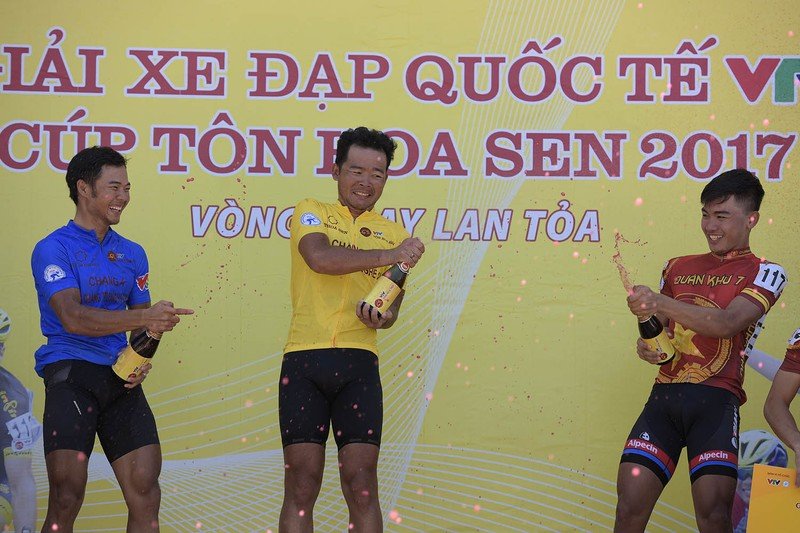 Trần Nguyễn Duy Nhân bất ngờ giành áo chấm đỏ - ảnh 5