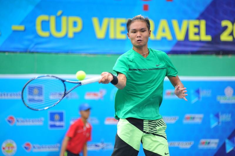 Tay vợt Phạm Minh Tuấn rơi nước mắt lên ngôi vô địch - ảnh 1