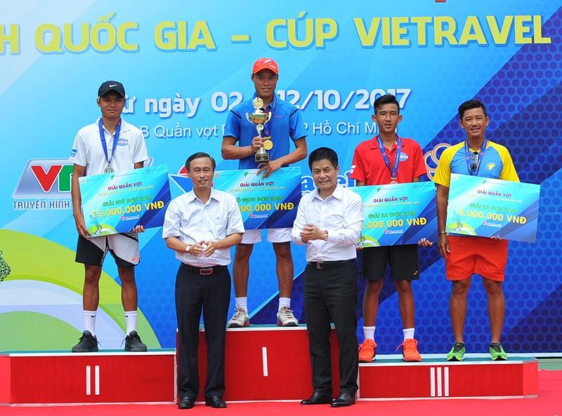 Tay vợt Phạm Minh Tuấn rơi nước mắt lên ngôi vô địch - ảnh 4