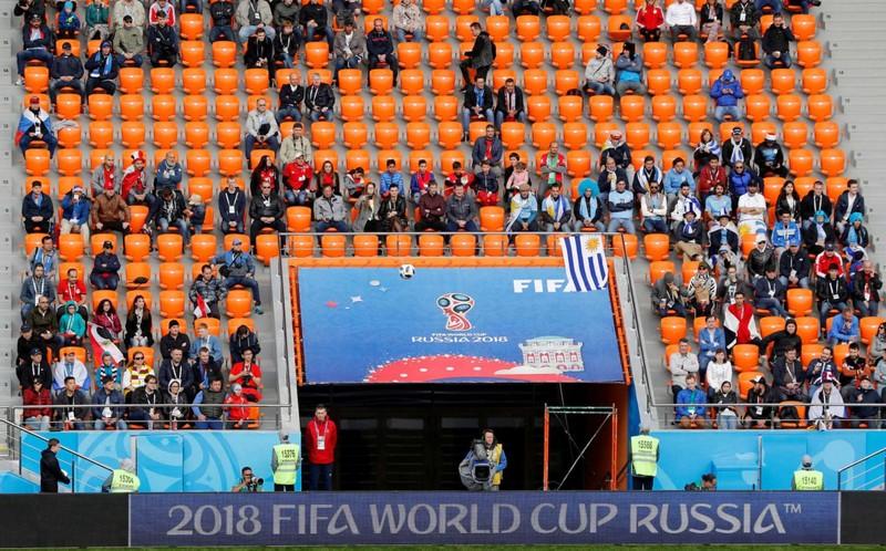 FIFA điều tra hàng ngàn ghế trống trên các khán đài World Cup