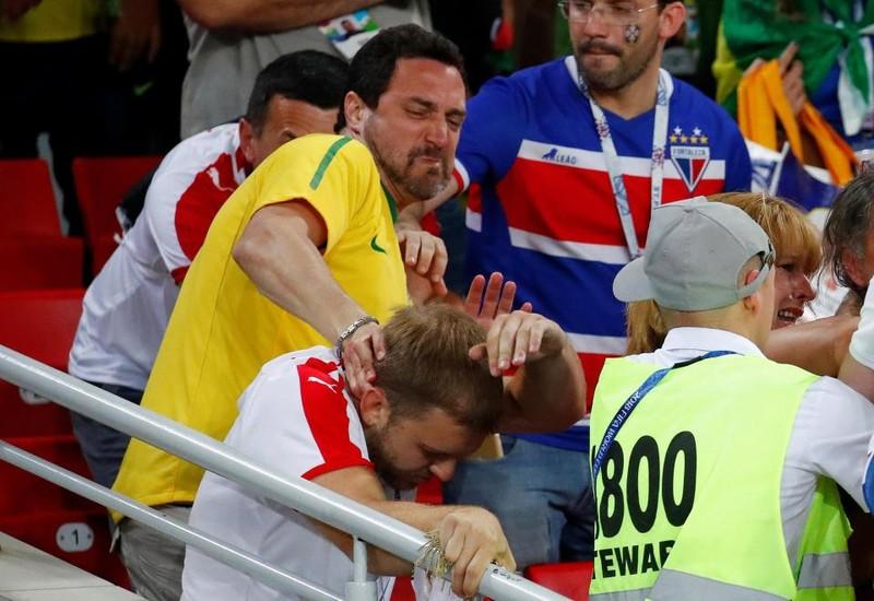 Fan Brazil hỗn chiến với Serbia trên khán đài Spaktar - ảnh 6