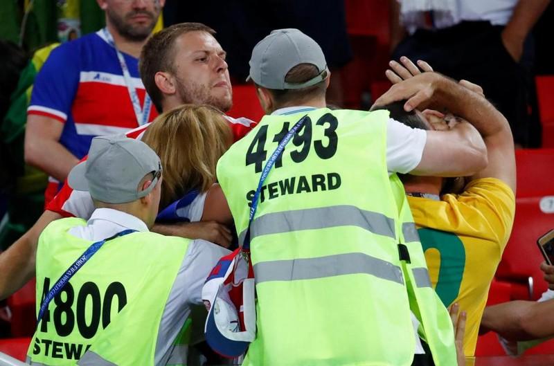 Fan Brazil hỗn chiến với Serbia trên khán đài Spaktar - ảnh 5