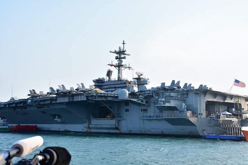 Cận cảnh 'hàng khủng' trên tàu sân bay Mỹ ở Đà Nẵng  - ảnh 7