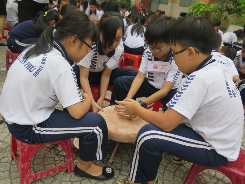 Trò tiểu học thích thú với ngày hội trò chơi dân gian - ảnh 11