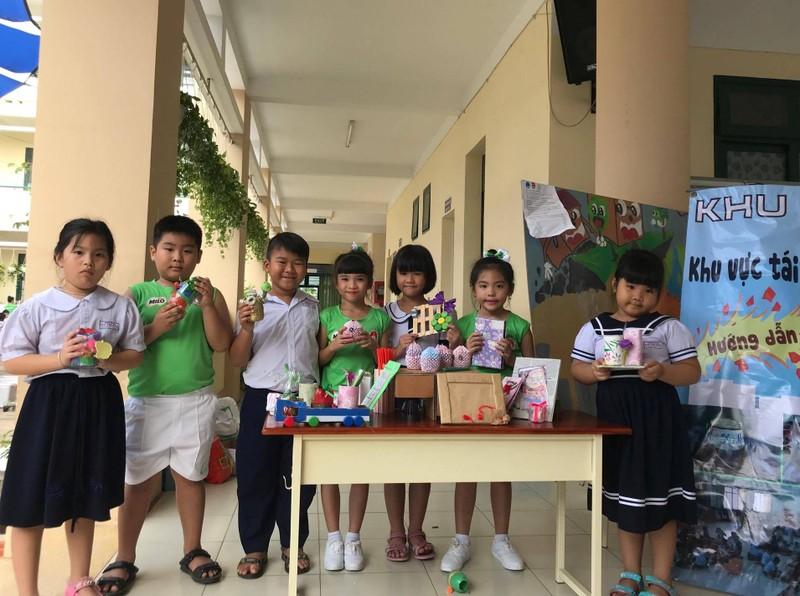 Trẻ tiểu học 'thay áo' cho rác thải tái chế - ảnh 3