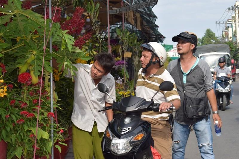 Bến Bình Đông: Hoa tươi, người héo - ảnh 3