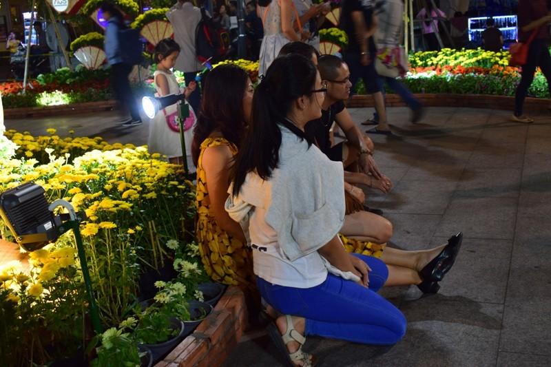 Đường hoa Nguyễn Huệ sau đêm mùng 3 Tết - ảnh 1