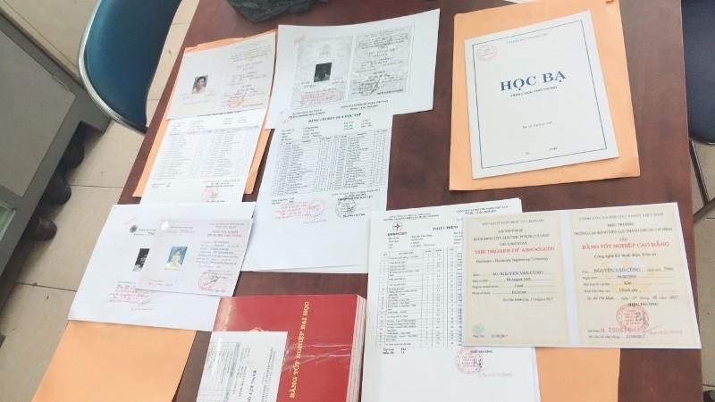 Xưởng sản xuất giấy tờ giả 'khủng' ở Hóc Môn  - ảnh 2