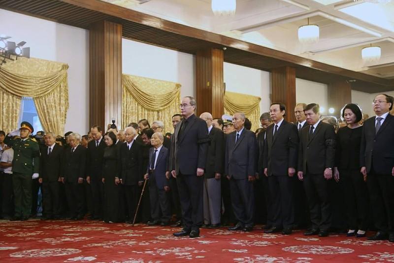 Dòng người đến viếng chủ tịch nước Trần Đại Quang ở TP.HCM - ảnh 1