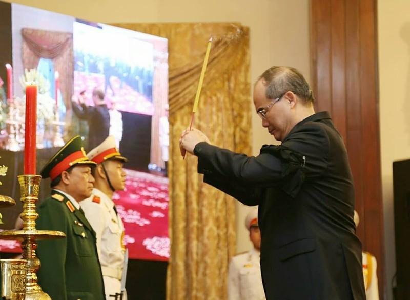 Dòng người đến viếng chủ tịch nước Trần Đại Quang ở TP.HCM - ảnh 3