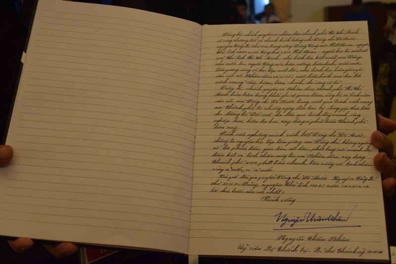 Những lời viếng giản dị trong sổ tang cố Tổng bí thư Đỗ Mười - ảnh 1