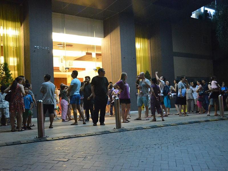 Cháy cao ốc SaiGon Pearl, hàng trăm hộ dân tháo chạy - ảnh 2