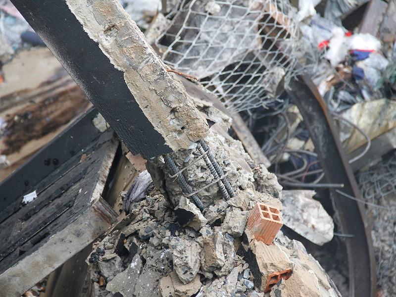 Hiện trường vụ cháy khiến một cảnh sát hi sinh - ảnh 10