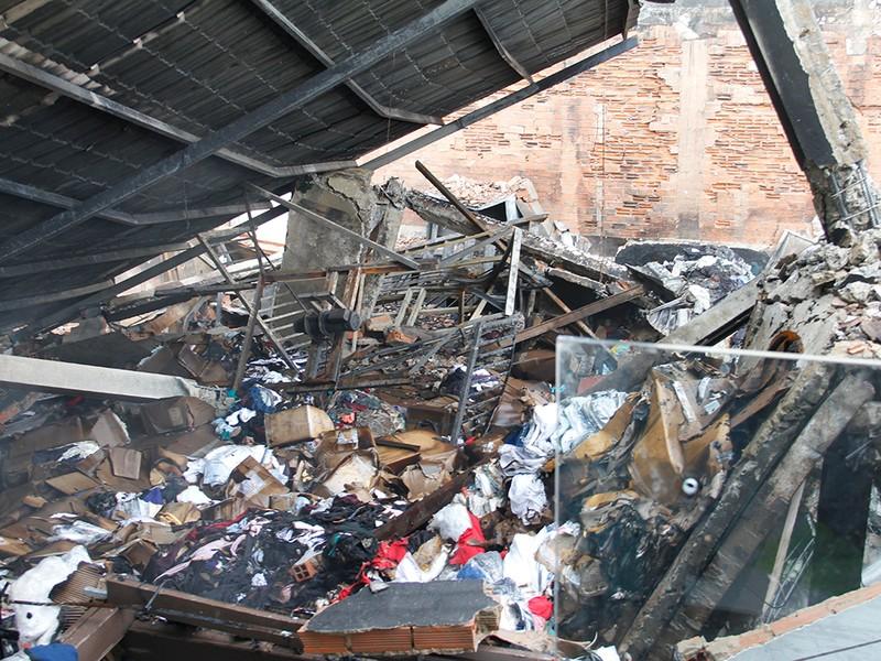 Hiện trường vụ cháy khiến một cảnh sát hi sinh - ảnh 6