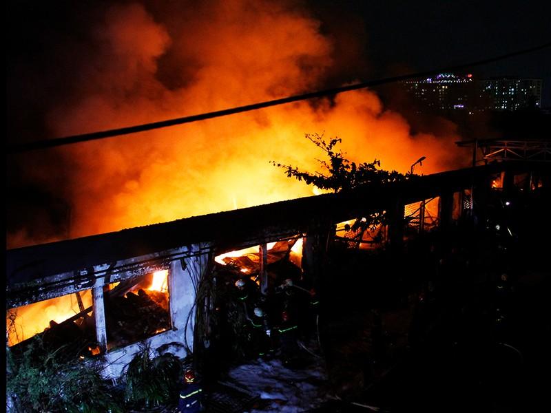 Toàn cảnh vụ cháy dữ dội trong KCN Tân Bình  - ảnh 8
