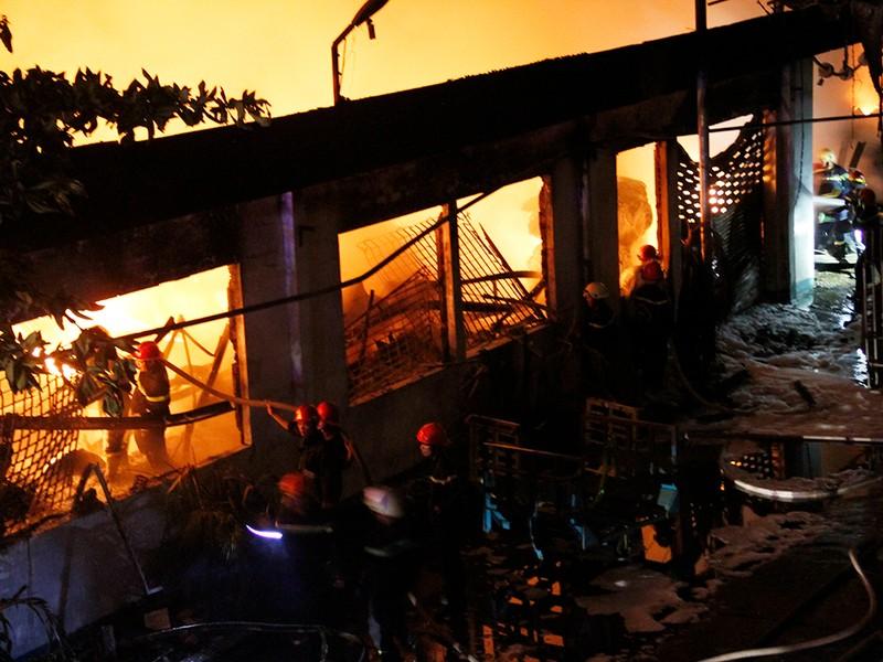 Toàn cảnh vụ cháy dữ dội trong KCN Tân Bình  - ảnh 13