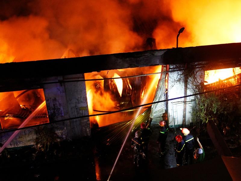 Toàn cảnh vụ cháy dữ dội trong KCN Tân Bình  - ảnh 11