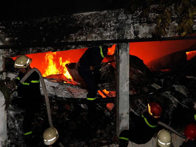 Toàn cảnh vụ cháy dữ dội trong KCN Tân Bình  - ảnh 12