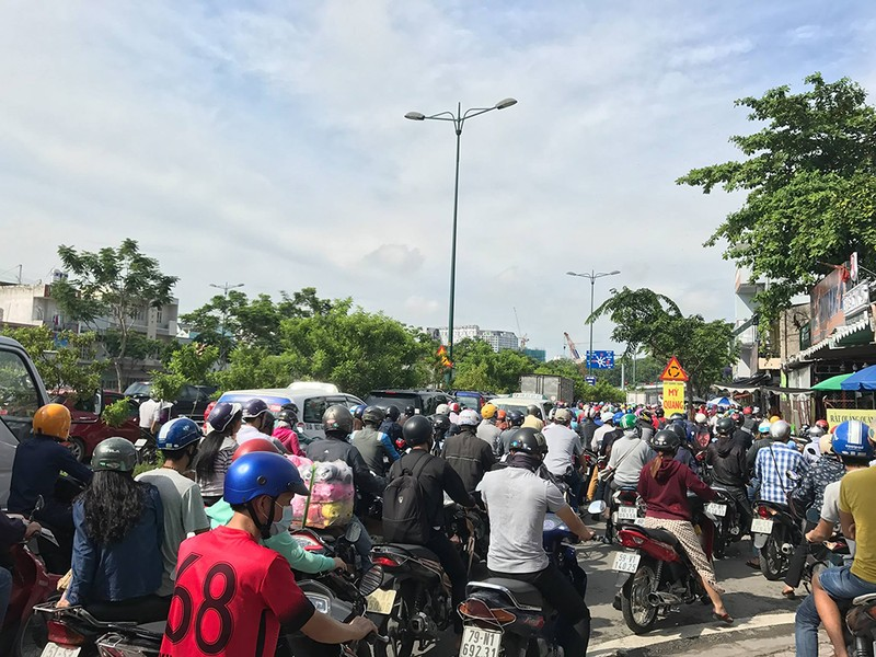 Kẹt xe kinh hoàng trên xa lộ Hà Nội - ảnh 8