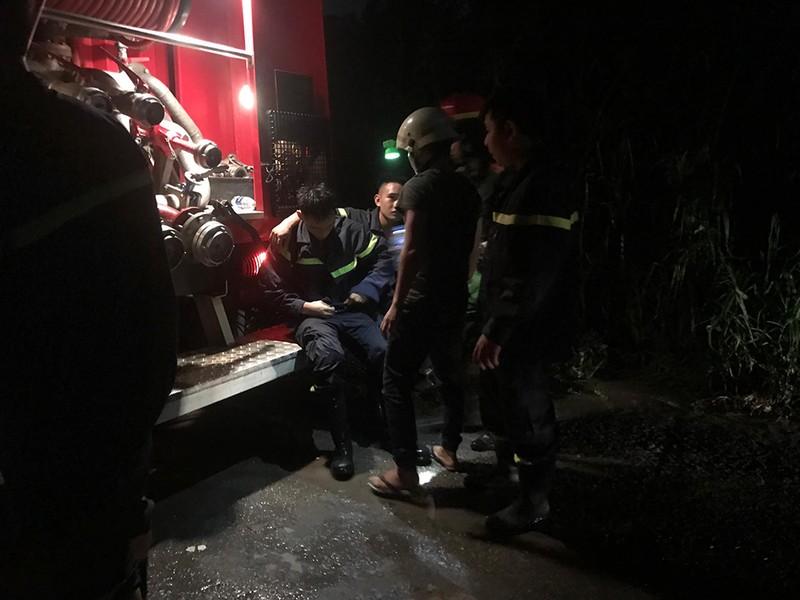Dập tắt đám cháy giải cứu cụ già neo đơn ở Bình Thạnh  - ảnh 2