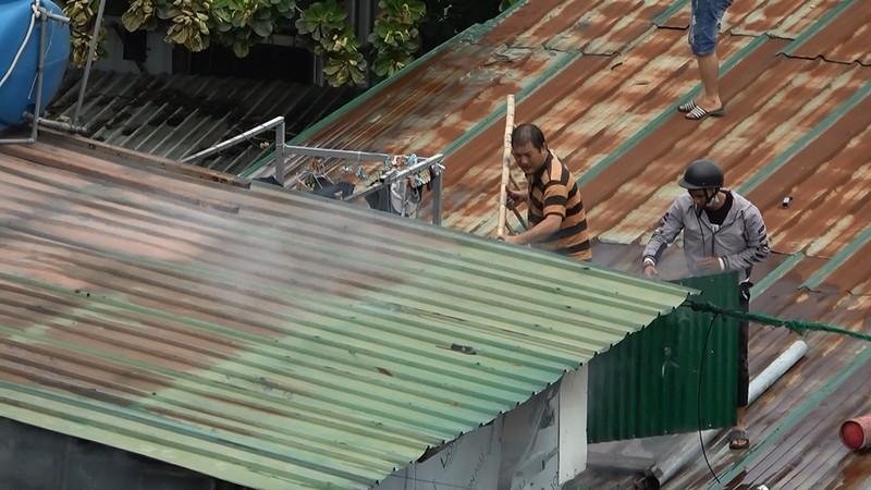 Cửa ngõ Tây Bắc TP.HCM mù khói trong vụ cháy xưởng gỗ - ảnh 13