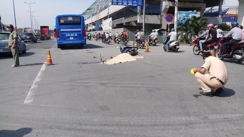 Xe buýt cán tử vong 1 phụ nữ ở xa lộ Hà Nội - ảnh 2