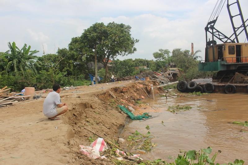 Bốn nhà dân bất ngờ đổ nhào xuống sông Cổ Chiên - ảnh 3