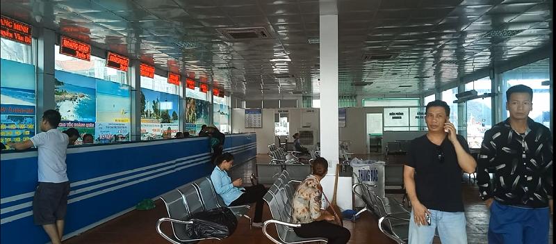 Huyện Cô Tô mất điện, lượng khách du lịch giảm sâu - ảnh 1
