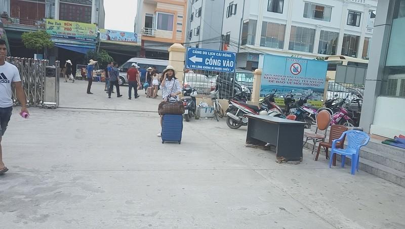 Huyện Cô Tô mất điện, lượng khách du lịch giảm sâu - ảnh 2