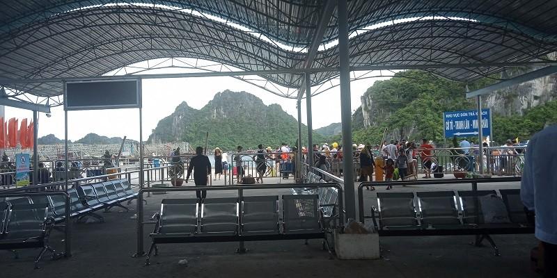 Huyện Cô Tô mất điện, lượng khách du lịch giảm sâu - ảnh 4