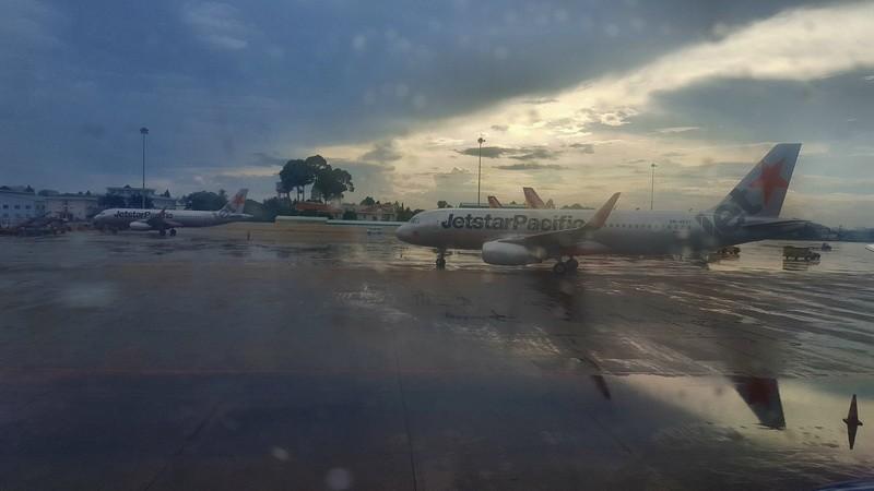 Lắp bơm chống ngập tạm cho sân bay Tân Sơn Nhất - ảnh 1