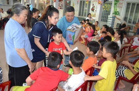 Gia đình kẹo ngọt Hoàng Mèo vui Trung thu với em nhỏ - ảnh 6