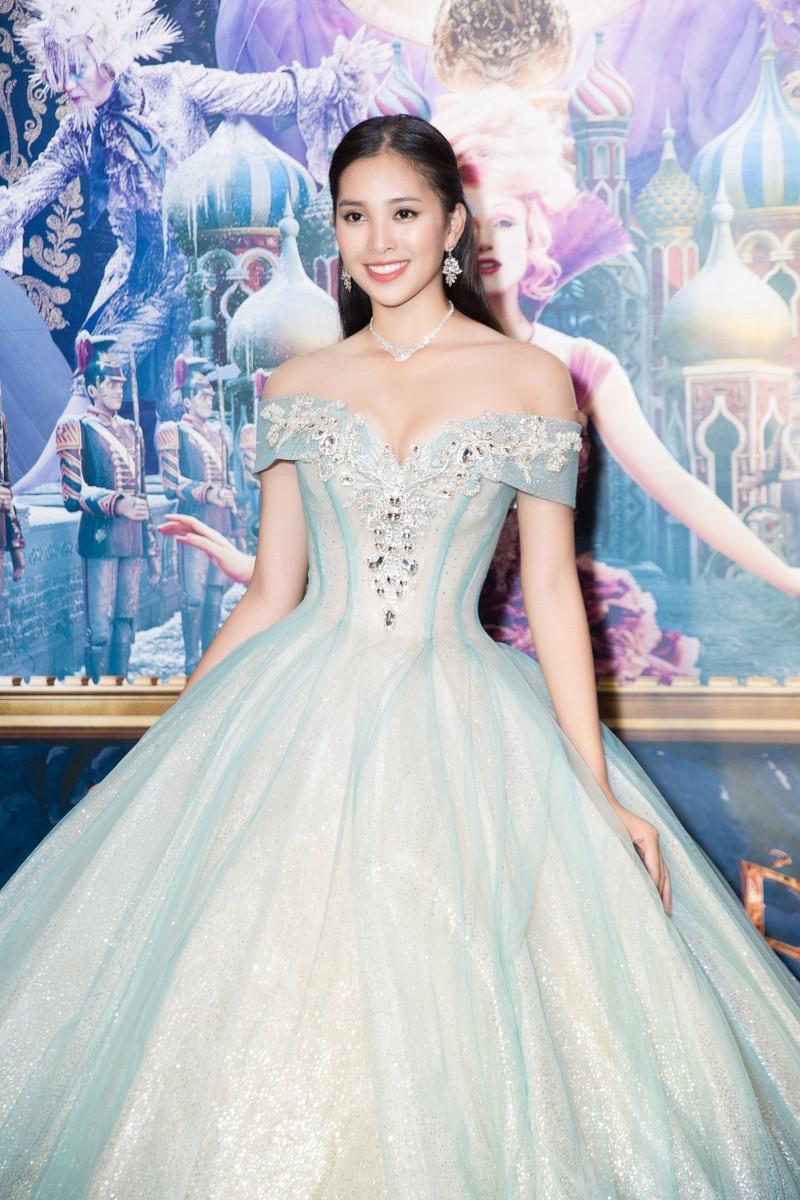Hoa hậu Tiểu Vy hóa công chúa Disney tham gia ra mắt phim - ảnh 1