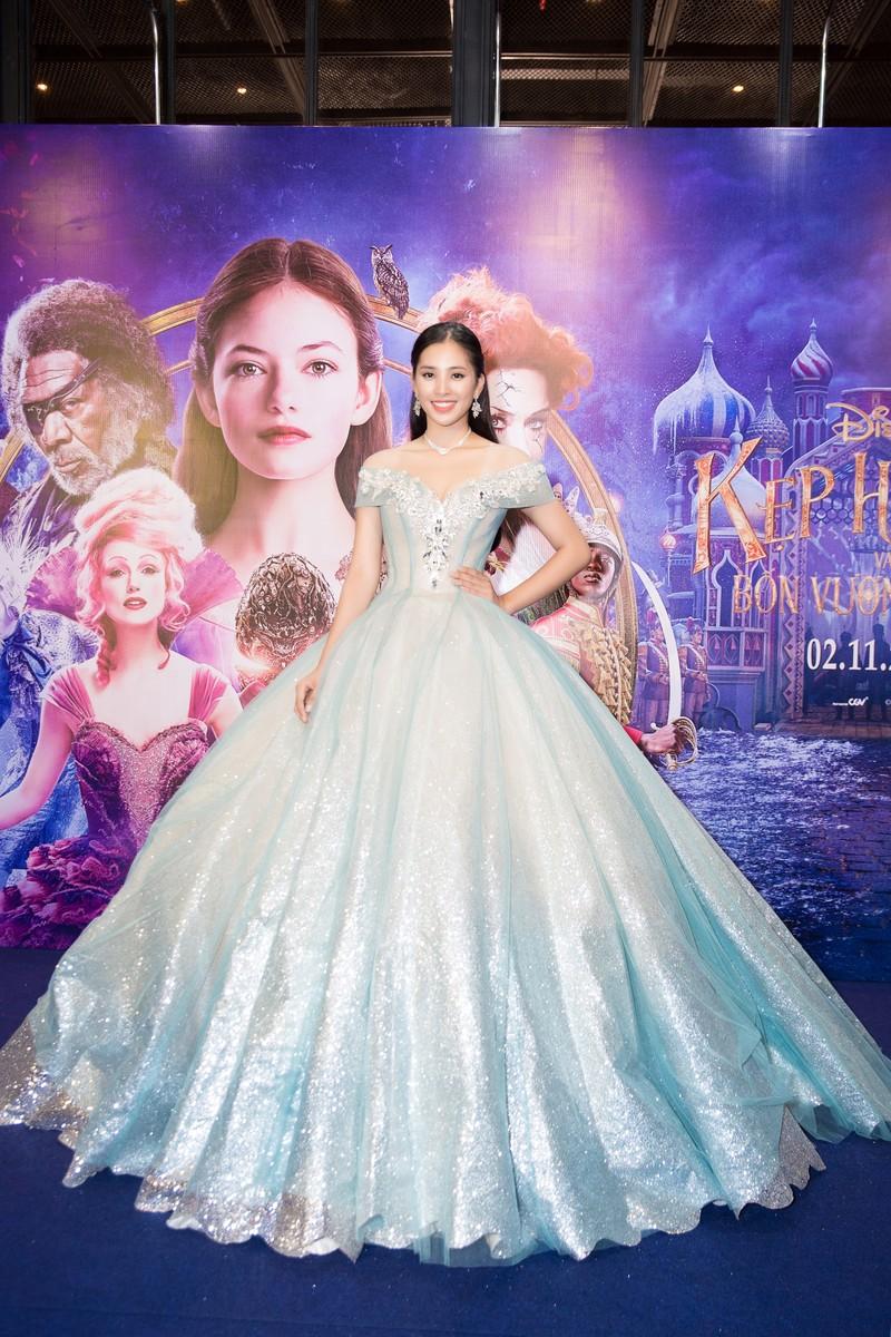 Hoa hậu Tiểu Vy hóa công chúa Disney tham gia ra mắt phim - ảnh 2