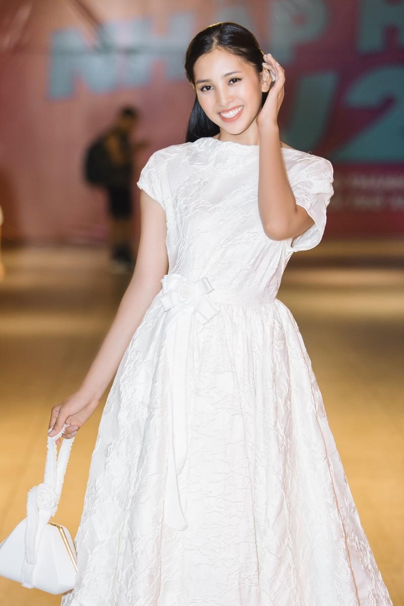 Hoa hậu Tiểu Vy hóa công chúa Disney tham gia ra mắt phim - ảnh 4