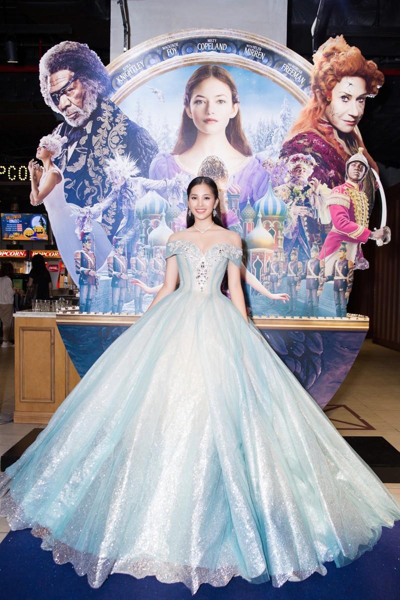 Hoa hậu Tiểu Vy hóa công chúa Disney tham gia ra mắt phim - ảnh 3