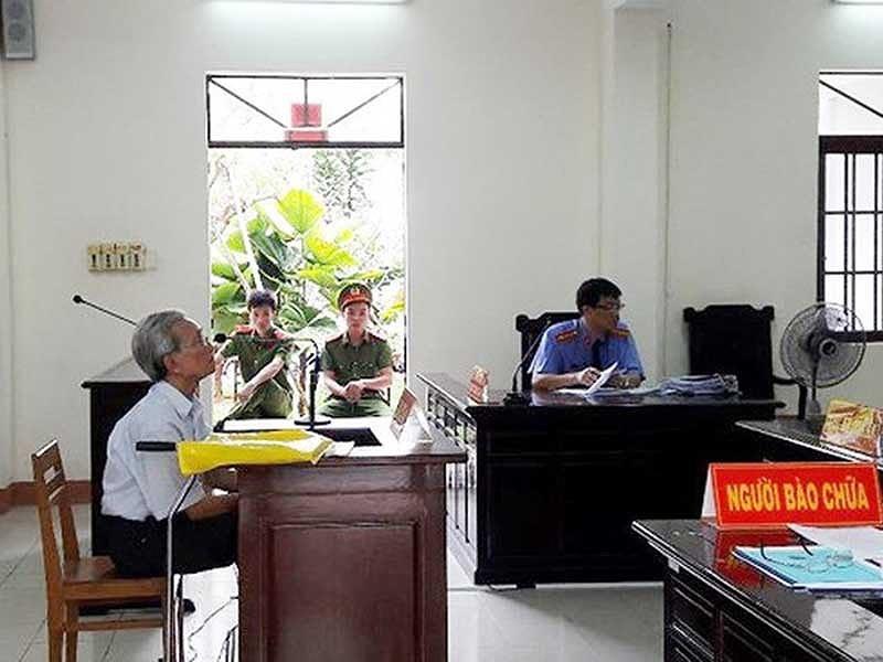 Thẩm phán xử Nguyễn Khắc Thủy dâm ô trẻ em nói gì? - ảnh 1