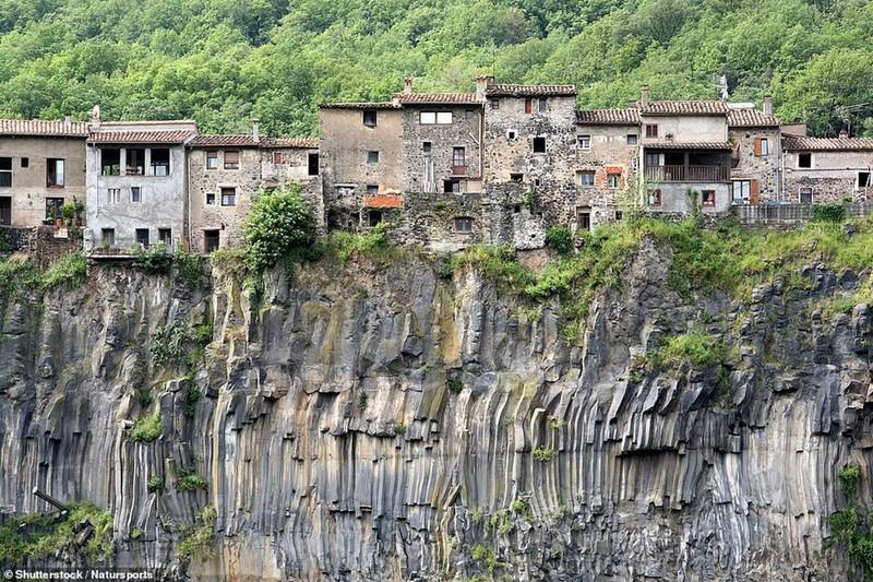 Thót tim với những công trình độc, lạ trên vách núi  - ảnh 6