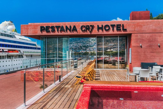 Chiêm ngưỡng khách sạn do Cristiano Ronaldo làm chủ - Ảnh 1.