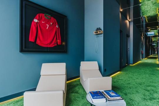 Chiêm ngưỡng khách sạn do Cristiano Ronaldo làm chủ - Ảnh 7.