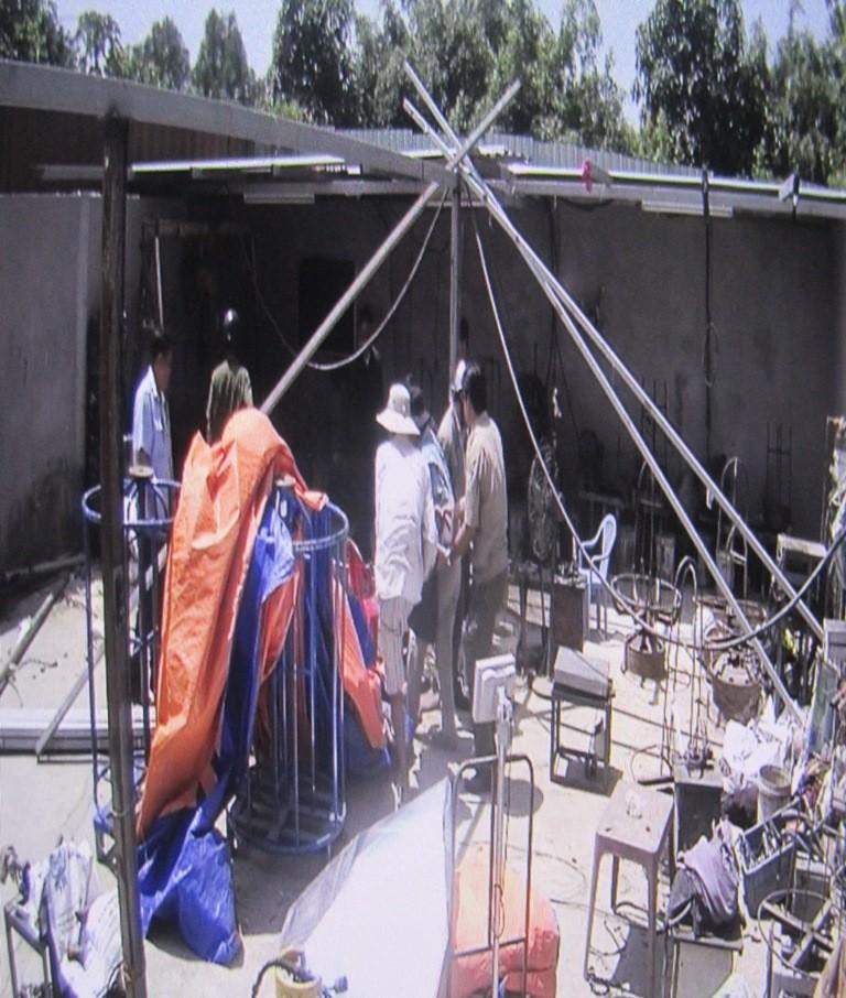 Tháo dỡ nhà vi phạm, 1 công nhân tử vong ở Bình Chánh - ảnh 2