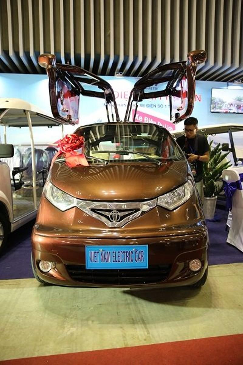 Ô tô điện 'made in' Việt Nam hút khách tại triển lãm quốc tế - ảnh 2