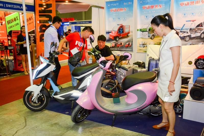 Ô tô điện 'made in' Việt Nam hút khách tại triển lãm quốc tế - ảnh 5
