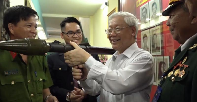 Tổng Bí thư thăm hầm chứa vũ khí của biệt động Sài Gòn - ảnh 1
